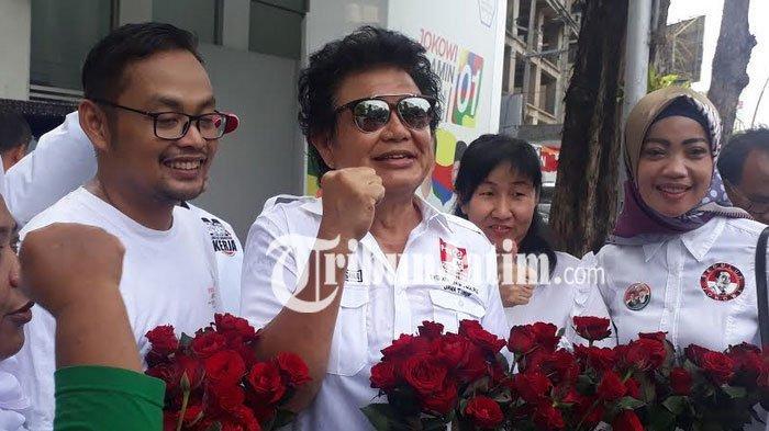 Peringati Hari  AIDS di Surabaya, Djaja Laksana Pimpin TKD Jatim Bagikan Bunga Mawar