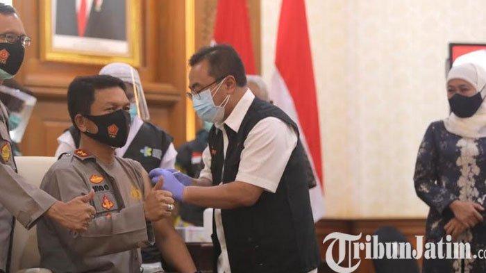 Kapolda Jatim Jalani Vaksinasi Dosis Kedua di Grahadi  Surabaya
