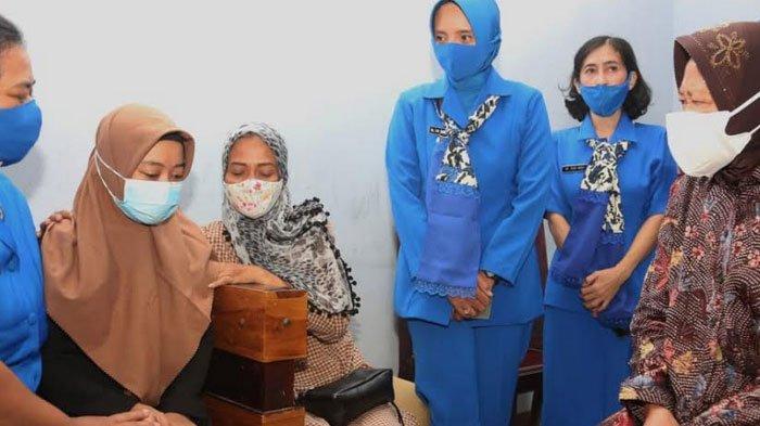 KRI Nanggala Tenggelam,  Mensos Risma Santuni 53 Prajurit yang Dinyatakan Gugur