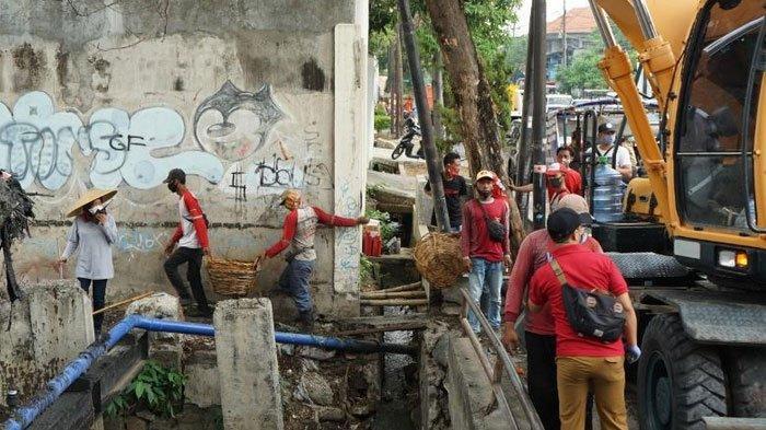 Jelang Musim Hujan, Pemkot Surabaya  Gencarkan Normalisasi Saluran Di Berbagai Lokasi
