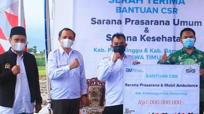 SIG Serahkan Bantuan Prasarana Umum dan Mobil Ambulance Dua Kabupaten di Jatim