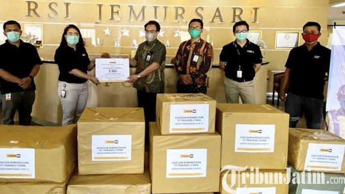 Trakindo Serahkan Donasi APD di Beberapa Faskes Rujukan di Surabaya