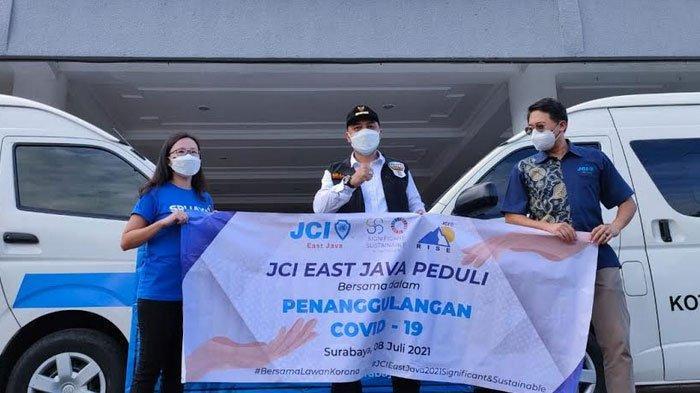 Wali Kota Surabaya Terimja Simbolis Donasi JCI, Srijaya Peduli dan Komunitas Women Entrepreneur