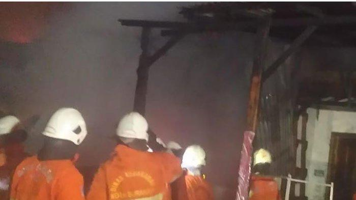 Diduga Konsleting Listrik, Dua Ruko di Surabaya Ludes Terbakar