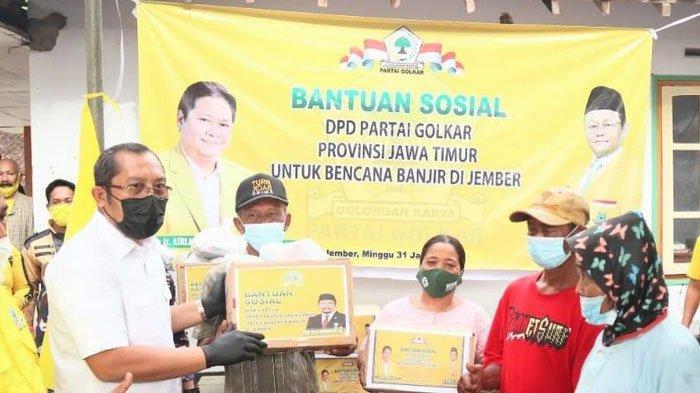 DPD partai Golkar Jawa Timur Serahkan Bantuan ke Korban Bencana Banjir Jember