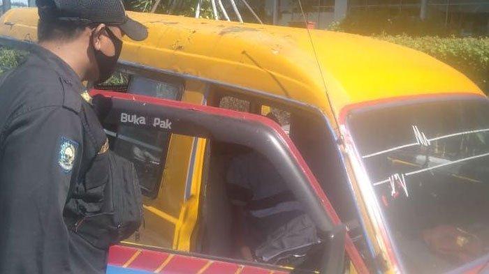 Sopir Angkot yang Tewas Dalam Mobilnya Ternyata Sopir Pengganti Trayek Joyoboyo-Purabaya