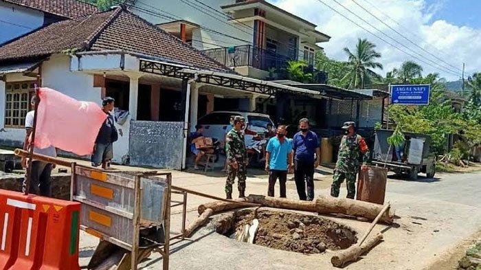 Gorong-gorong Pecah, Jalan antar Desa di Kecamatan Panggul Trenggalek Ambles