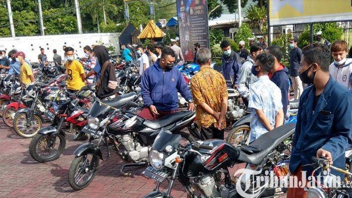 72 Sepeda Motor Knalpot Brong Parkir di Mapolres Trenggalek, Pemilik Ganti Onderdil Asli di Lokasi