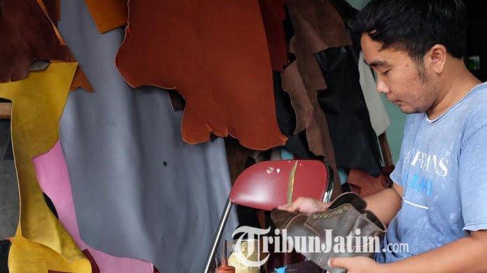 Pria di Trenggalek ini Rintis Bisnis Produk Berbahan Kulit di Kampung Halaman