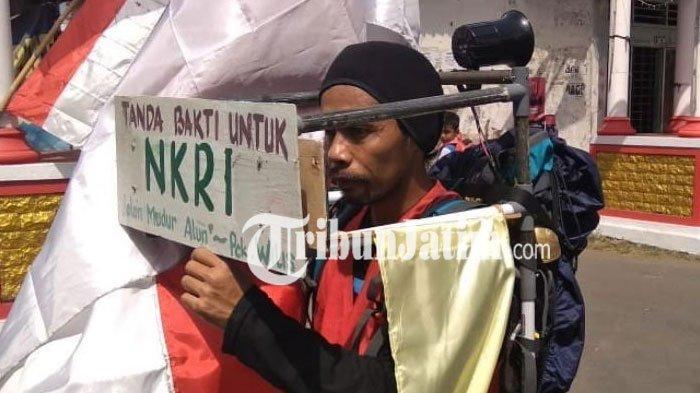 Menyambut HUT Kemerdekaan RI, Meidi Jalan Mundur ke Puncak Gunung Wilis