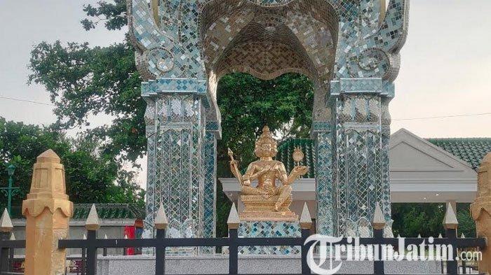 BREAKING NEWS - Patung Dewa Empat Muka Dari Thailand Berdiri di Klenteng Kwan Sing Bio Tuban