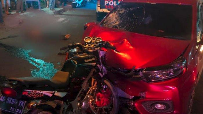 Tabrakan Maut di Tulungagung, Kawasaki Ninja Menancap di Moncong Brio