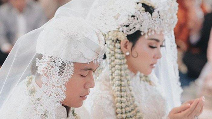 Momen Bulan Madu Reino-Syahrini Diekspos Adik, Tersorot Perlakuan Reino ke Keponakan Istrinya