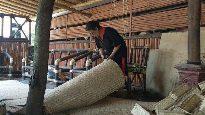 Kisah Perajin Bambu di Trenggalek Menyiasati Pasar, Dulu Ekspor Kini Pilih Lokal