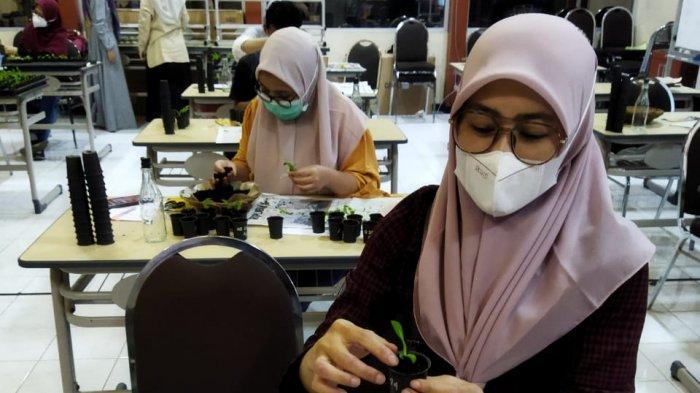 Jurusan Biologi UM Tingkatkan Kapabilitas Mahasiswa Lewat Workshop Budidaya Anggrek