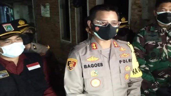 Kapolres Malang Blusukan hingga Larut Malam Salurkan Bansos ke Warga Tidak Mampu