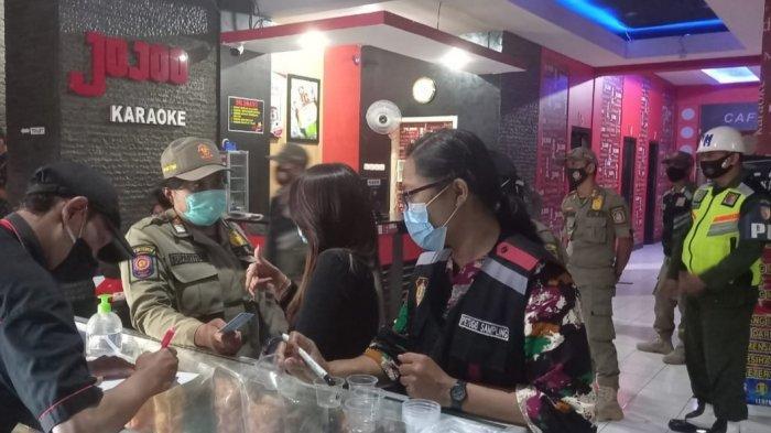 Razia Jelang Ramadan, Petugas Lakukan Tes Urine kepada Pemandu Lagu Tempat Karaoke di Kota Blitar