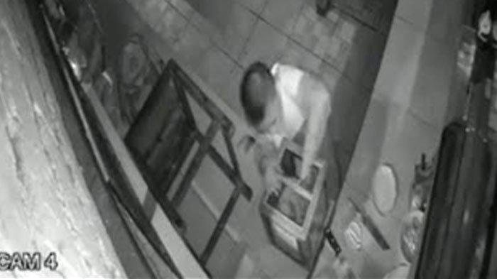 Bocah Curi Kotak Amal Rumah Makan di Mojokerto Terekam CCTV, Kabur Lewat Lubang: Sisakan Uang Koin
