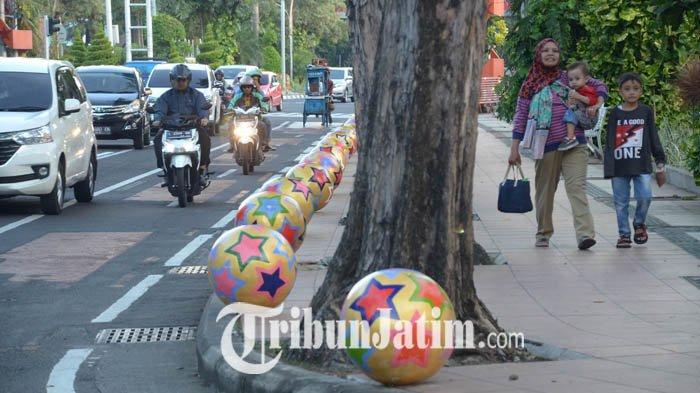 Lindungi Pejalan Kaki, Pedestrian Jalan Raya Darmo Surabaya Bikin Pangling dan Makin Sedap