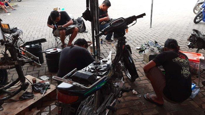 Bantu Pekerja Jalanan, Bold Riders Surabaya Restorasi Total Empat Motor Milik Warga