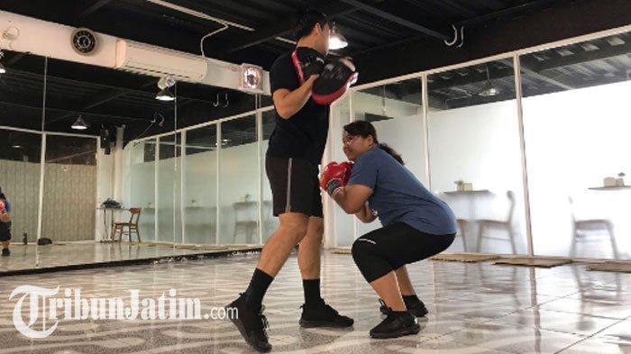 NEWS VIDEO - Usir Jenuh dengan Olahraga Boxing, Kelas Bugar Surabaya: Pemula Coba 3 Gerakan Ini!
