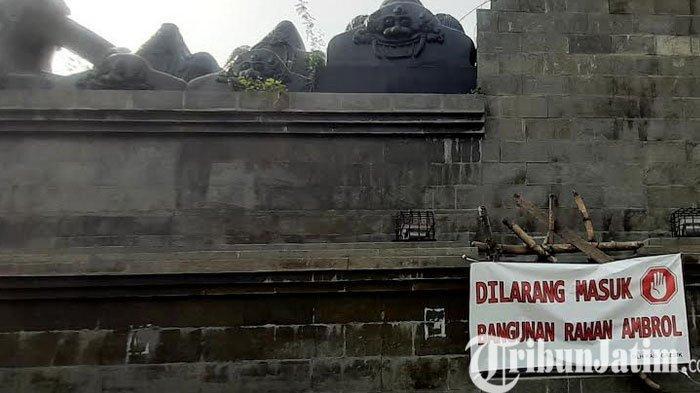 Tugu Gapura Naga Giri di Kebomas Gresik Rawan Ambrol