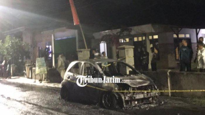 Honda Brio Ludes Terbakar di Jl Kalimas Kota Blitar, Diduga Akibat Konsleting Listrik