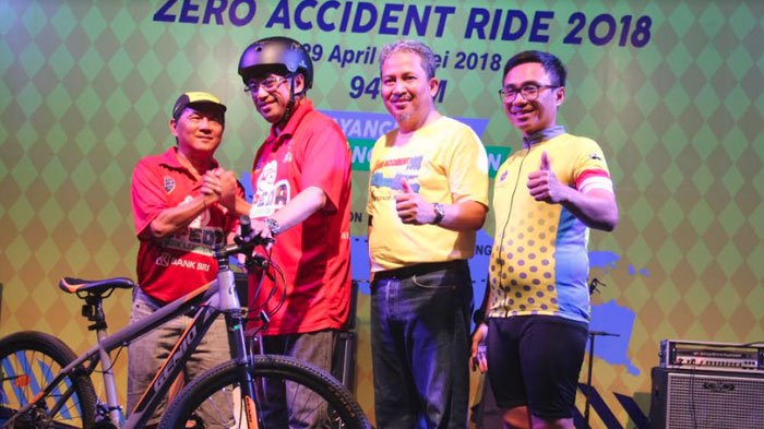 Kampanye Zero Accident Ride, Menhub dan IKA Elektro ITS Cycling Club Gowes dari Jakarta-Surabaya