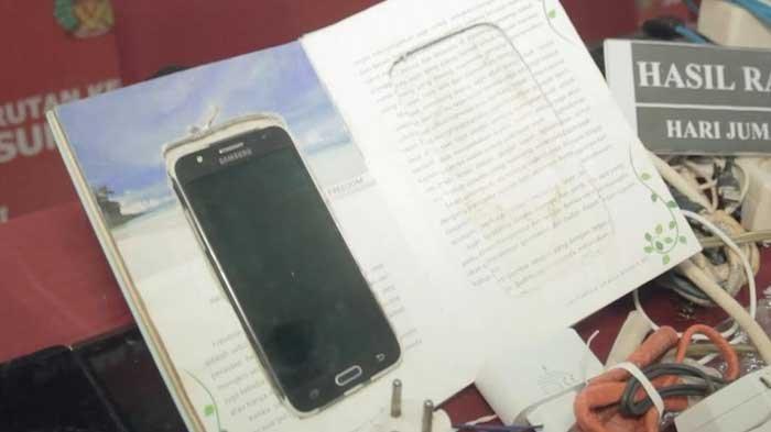 Bak Film Luar Negeri, Petugas Temukan Ponsel Diselipkan ke Buku Saat Geledah Rutan Kelas I Surabaya