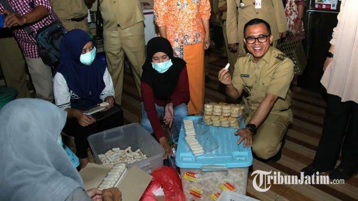 Bupati Anas Imbau Masyarakat Banyuwangi Penuhi Meja Ruang Tamu Selama Lebaran dengan Kue UMKM