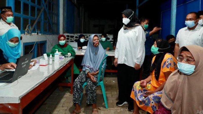 Jemput Bola Vaksinasi sampai Adminduk, Bupati Banyuwangi Camping di Perkebunan