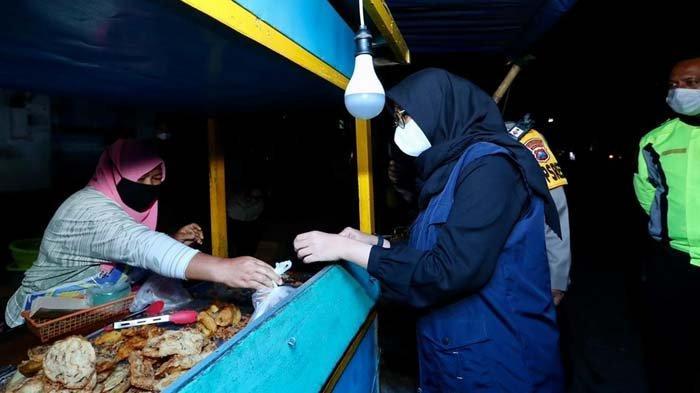 Selain Siapkan Bantuan Uang, Banyuwangi Gerakkan PNS Borong Dagangan Warung/PKL Selama PPKM Darurat
