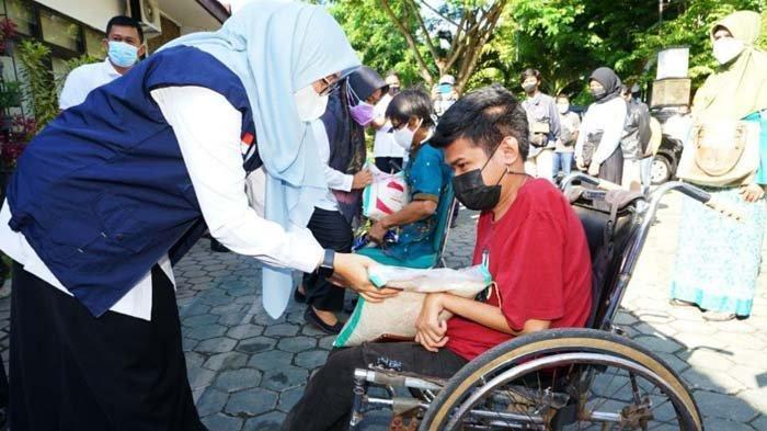 Banyuwangi Salurkan 3.000 Paket Bansos ke Warga Tak Terdaftar DTKS, Ipuk: Banyak yang Terdampak PPKM
