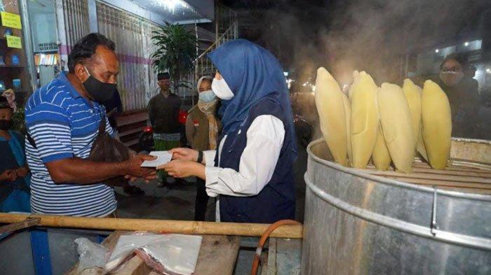 Cerita PKL Banyuwangi Bersyukur Diberi Bantuan Uang Rp 300 Ribu dari Pemkab saat PPKM Darurat