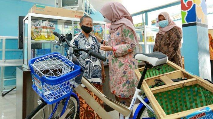Program Kanggo Riko, Warga di Banyuwangi Terima Bantuan Alat Usaha Produktif
