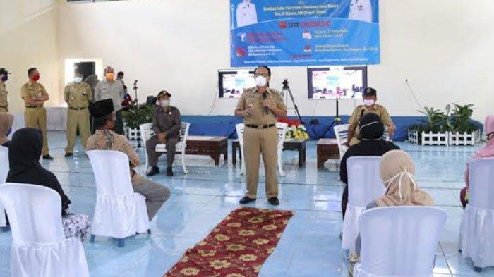 Bupati Rijanto Cairkan BLT Covid-19 untuk 220 Desa di Kabupaten Blitar, Disaksikan Gubernur Jatim