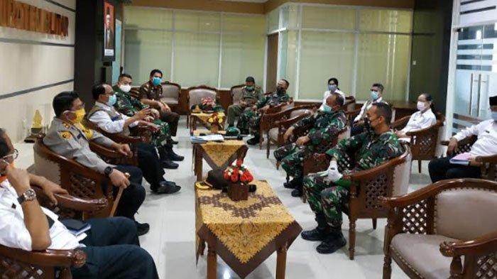 Sambangi Kantor Bupati Rijanto, Danrem Apresiasi Kekompakan 3 Pilar Kabupaten Blitar Tangani Corona