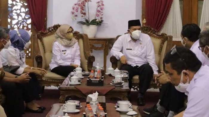 Terima Kunjungan Staf Presiden, Bupati Blitar Rini Syarifah Usulkan Stok Jagung untuk Para Peternak