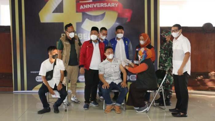 Bupati Gresik Gus Yani Bersama HIPMI Gelar Vaksinasi Covid-19, Pulihkan Ekonomi di Tengah Pandemi
