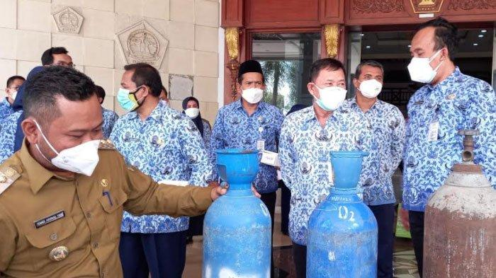 Salurkan Tabung Oksigen ke Puskesmas, Bupati Gresik Ajak Seluruh Elemen Berkolaborasi