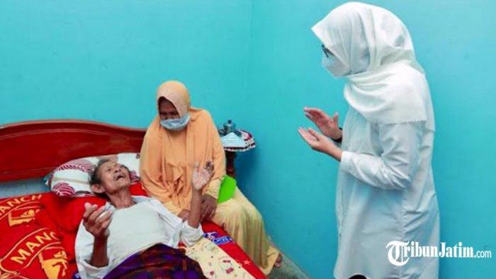 Pembuat Patung Gandrung Ikonik di Watudodol Sakit, Bupati Ipuk Datang Menjenguk: Semoga Segera Pulih