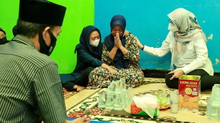 Curhatan Ibu Korban Tenggelamnya KMP Yunicee: Dia Mencium Saya Beberapa Kali, Tak Seperti Biasanya