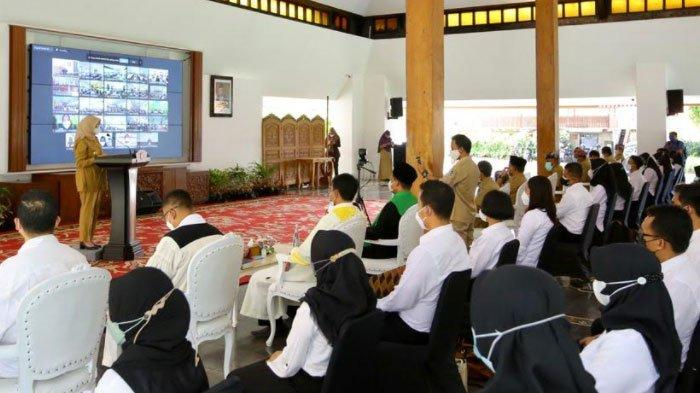 Serahkan SK 568 PNS, Bupati Banyuwangi: Budayakan Inovatif Jangan Hanya Tunggu Perintah Atasan
