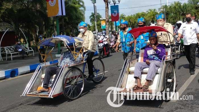 Bupati dan Wabup Jember Ngayuh Becak Wisata dalam Peluncuran Angkutan Wisata, Hendy: Ngos-ngosan