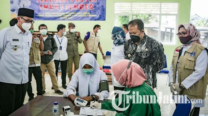 1.000 Pelajar SMKN 5 Jember Jalani Vaksinasi Covid-19 Bantuan Pemprov Jawa Timur