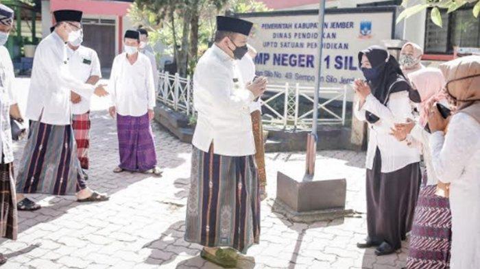 Bupati Hendy Ngantor di Kecamatan Lereng Gunung Gumitir,Motivasi Guru Mengajar di Tengah Pandemi