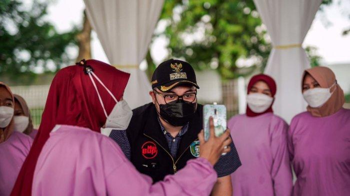 Viral di Medsos Bupati Kediri Beri Semangat-Doa Nakes yang Alami Kecelakaan Seusai Jadi Vaksinator