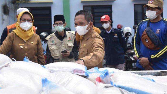 Pemkab Lumajang Mulai Kirim Bantuan Beras ke Warga Terdampak PPKM Darurat