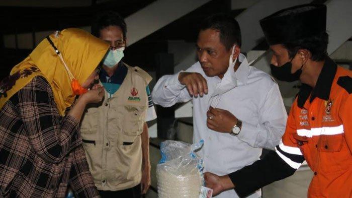 Pemda Lumajang Segera Salurkan Bantuan Beras untuk Korban PPKM, Bupati dan Wakil Donasikan Gaji