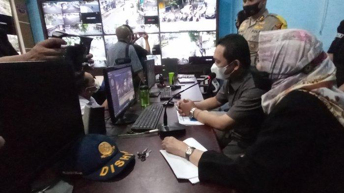 Terpasang 40 CCTV, Thoriq-Indah Bisa Pantau Warga Lumajang di Kantor Dishub